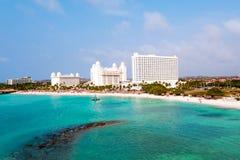 Antenn från Palm Beach på den Aruba ön i det karibiskt Arkivfoton