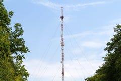 Antenn på blåttskyen Arkivbilder