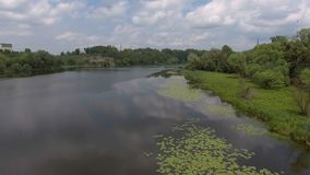 ANTENN: Snabbt flyg ner floden lager videofilmer