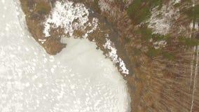 Antenn som skjutas av den djupfrysta sjön lager videofilmer