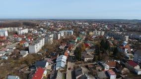 Antenn: SurrTimelaps gammal stad Sambir, Ukraina stock video