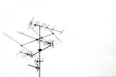Antenna in bianco e nero del primo piano vecchia TV isolata su fondo bianco Immagine Stock Libera da Diritti