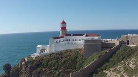 Antenna dal faro a Cabo Vicente nel Portogallo stock footage