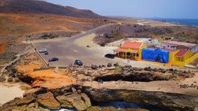 Antenna dal ponte naturale sull'isola di Aruba video d archivio