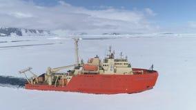 Antenna del ghiacciaio della rottura della nave del rompighiaccio dell'Antartide video d archivio