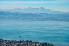 Antenna del lago di Costanza con con delle montagne Immagine Stock