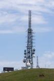 Antenna del ripetitore per i telefoni fotografie stock