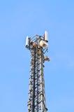 Antenna del telefono su una torre Fotografie Stock