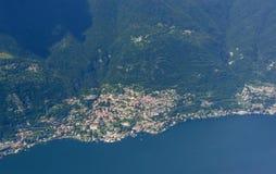 Antenna del villaggio di Moltrasio dal lato occidentale del lago Como, Italia Fotografie Stock