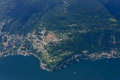 Antenna del villaggio di Rovenna dal lato occidentale del lago Como, Italia Fotografie Stock