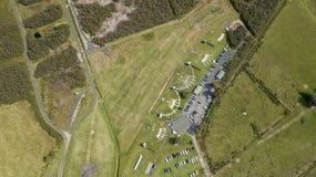 Antenna, della cima punto di vista giù di Skeet Shooting Grounds fotografie stock