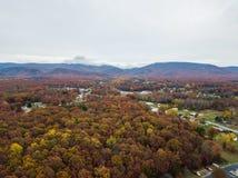 Antenna della cittadina di Elkton, la Virginia nello Shenandoah V immagine stock