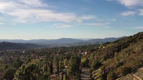 antenna della LA di 4K Burbank Pasadena Glendale Hollywood Hills Los Angeles California video d archivio