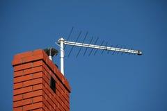 Antenna della TV sul camino Fotografie Stock