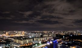 Antenna di Nightscape di Petaling Jaya e di Sunway, Malesia fotografia stock libera da diritti