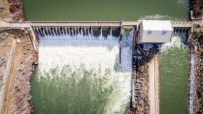 Antenna di panoramica della diga di diversione su Boise River Immagini Stock