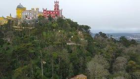 Antenna intorno alla vista del palazzo Palacio da Pena di Pena in Sintra, Portogallo Il palazzo è sito del patrimonio mondiale de archivi video