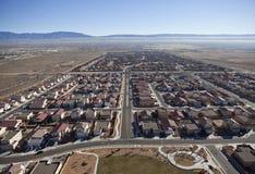 Antenna occidentale di movimento scomposto suburbano degli Stati Uniti Fotografie Stock Libere da Diritti