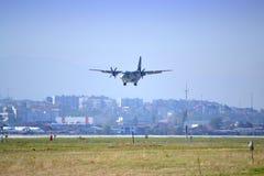Antennakrobatik för militärt flygplan Royaltyfri Fotografi