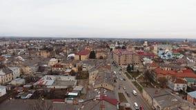Antenne: Alte Stadt Sambir, Ukraine Brummen Timelaps stock video footage
