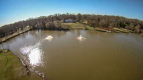 Antenne au-dessus d'un lac en colline la Caroline du Sud de roche Photographie stock