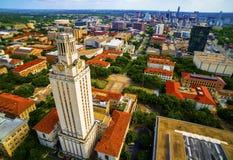 Antenne au-dessus d'université de tour d'UT d'Austin Cityscape photographie stock libre de droits