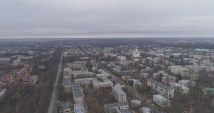 Antenne au-dessus de vue de ville de Pushkin de banlieue de St Petersburg de ressort sur des rues Photographie stock