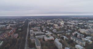 Antenne au-dessus de vue de ville de Pushkin de banlieue de St Petersburg de ressort sur des rues avec l'effet de décalage d'incl Photos stock