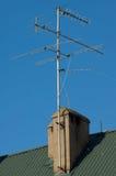 Antenne auf dem Dach stockfotos