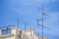 Antenne auf dem Dach stockbilder