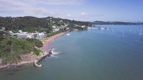 Antenne, Baai van Eilandenkust, ungraded kleur van Paihia Nieuw Zeeland 4k stock videobeelden