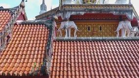 Antenne: Berühmter buddhistischer Tempel-Knall Riang Phangnga-Provinz, Thailand HD stock video footage