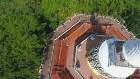 Antenne: Buddhistischer Tempel Knall Riang Populärer touristischer Platz in Phangnga-Provinz, Thailand HD stock video