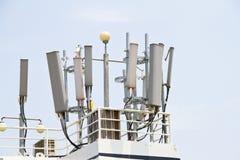 Antenne d'émetteur de téléphone portable Images stock