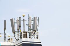 Antenne d'émetteur de téléphone portable Photos stock