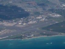 Antenne d'aéroport de Kalaeloa sur la côte d'Oahu Image stock