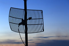 Antenne de communication par satellites de silhouette Photographie stock