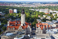 Antenne de Leipzig avec le nouveau townhall et le Johannapark photos libres de droits