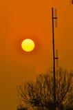 Antenne de mât de Polonais avec la hausse du soleil Photographie stock libre de droits