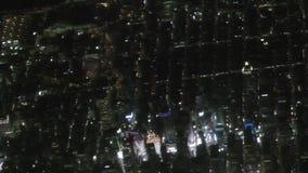 Antenne de New York City la nuit banque de vidéos