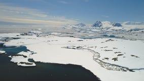 Antenne de paysage de côte d'eau libre d'océan de l'Antarctique clips vidéos