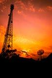 Antenne de Recreption et antenne parabolique photographie stock libre de droits