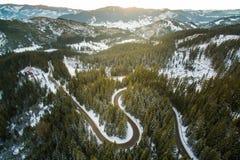 Antenne de route de montagne d'hiver Image stock