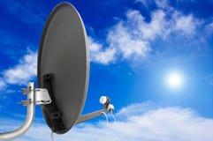 Antenne de satellite. image libre de droits