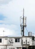 Antenne de télécom sur le dessus de toit Photo stock