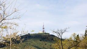 Antenne de télécommunication dans la montagne de Tibidabo Photos stock