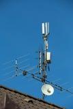 antenne de télévision et émetteur de Wi-Fi Photos stock