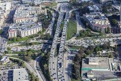 Antenne de Van de binnenstad van de de Snelweguitwisseling van Los Angeles Royalty-vrije Stock Afbeelding