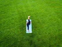 Antenne de yoga de femme Photographie stock libre de droits