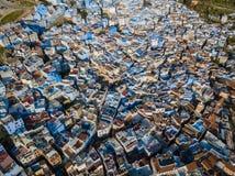 Antenne der berühmten blauen Stadt Chefchaouen Stockbild